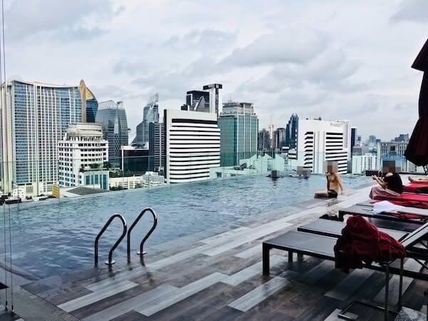 ノボテル バンコク スクンビット4 (Novotel Bangkok Sukhumvit 4)の屋上ブール