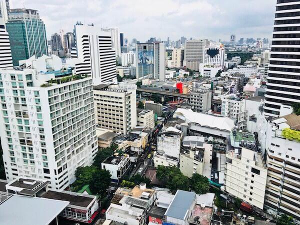 ノボテル バンコク スクンビット4 (Novotel Bangkok Sukhumvit 4)の屋上プールから見える景色