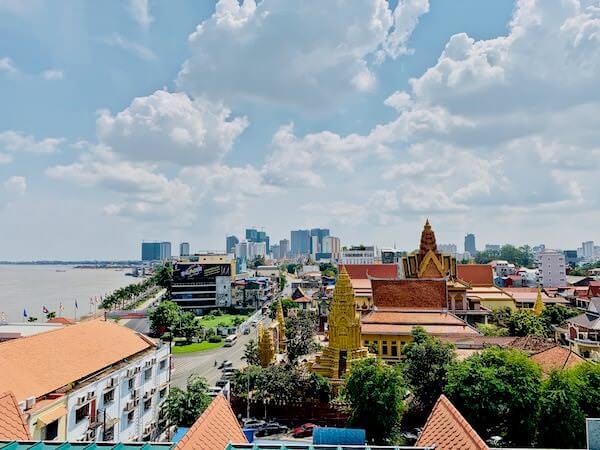 オハナ プノンペン パレス ホテル(Ohana Phnom Penh Palace Hotel)の屋上から見える景色