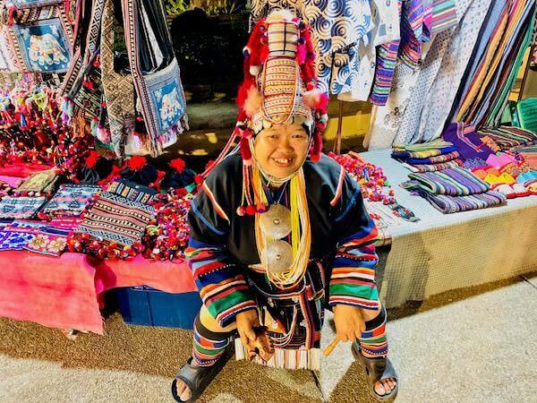 チェンマイオールドカルチャーセンターの外の売店にいた山岳民族3