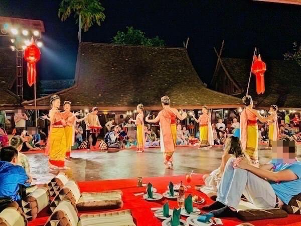 カントークディナーショーのタイ舞踊1