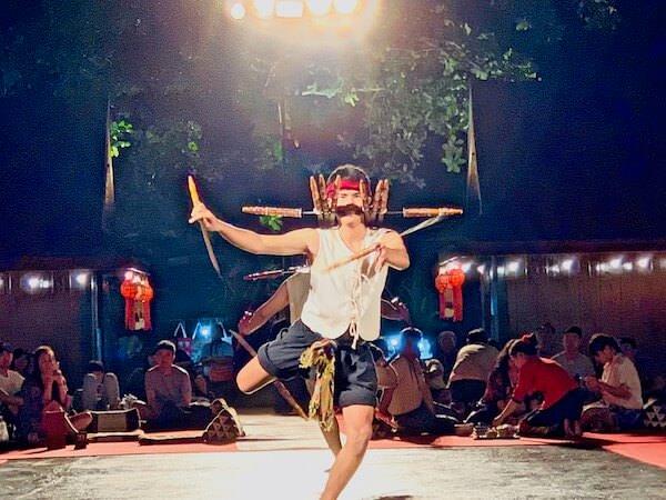 カントークディナーショーの剣の舞