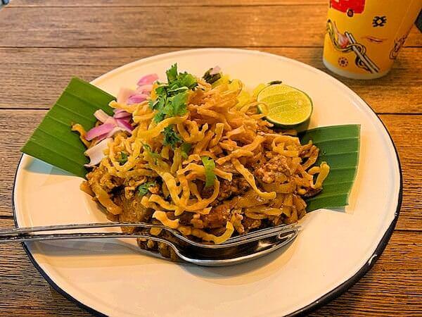Ong tong Khao soi(オン トン カオソーイ)の汁なしカオソーイ
