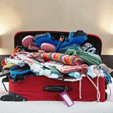 洋服が入りきらないスーツケース