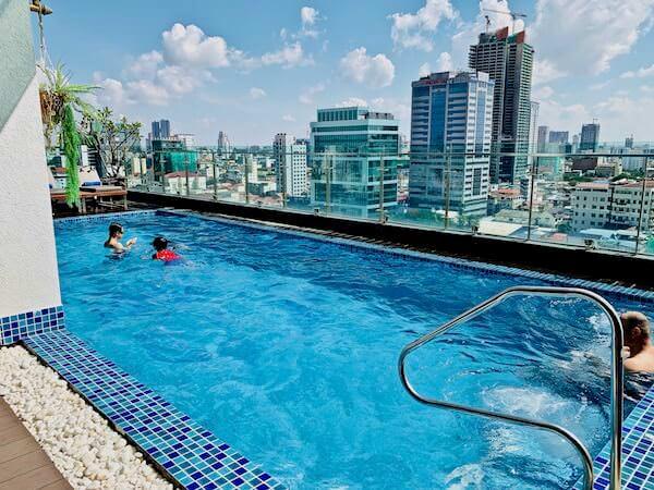 オルセー ワン ホテル&アパートメント(Orussey One Hotel & Apartment)のプール