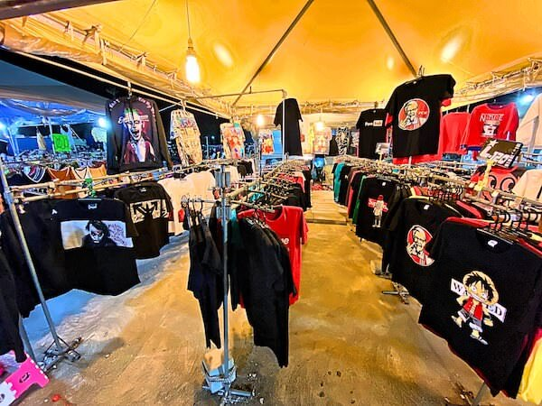 フクロウナイトマーケットのTシャツ店