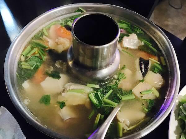 プラーブック入りトムヤムスープ
