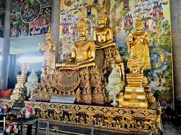 ワットパリワット お堂の中に安置されている仏像