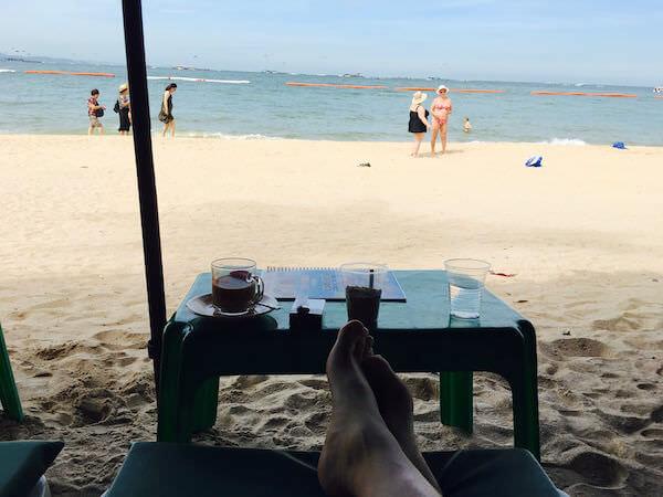 パタヤビーチのビーチチェアー