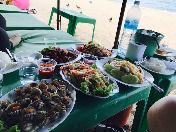 パタヤビーチでの食事1