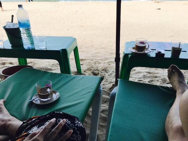 パタヤビーチで飲むコーヒー