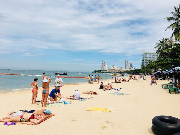 晴天のパタヤビーチ