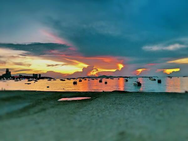 パタヤビーチと夕日