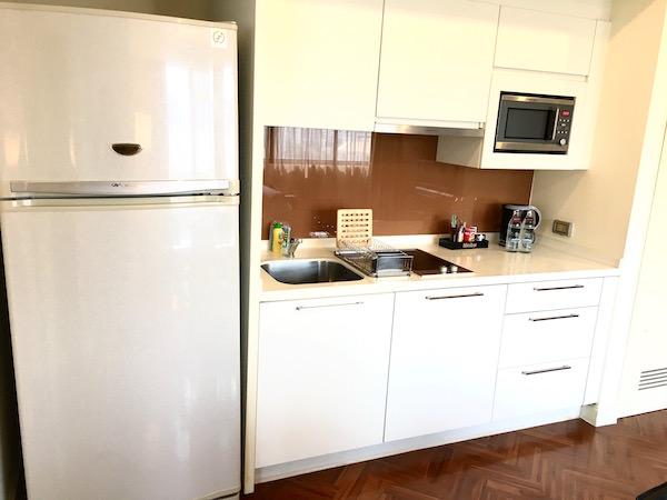 パチャラ スイーツ スクンビット (Phachara Suites Sukhumvit)のキッチン