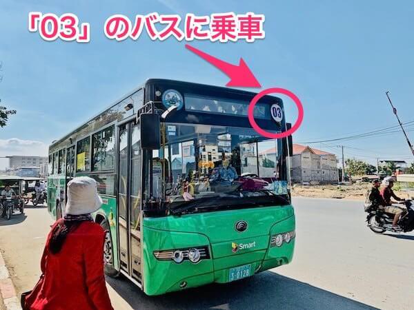プノンペンの03番路線バス