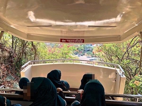 プラナコーンキリ国立歴史公園を上がるケーブルカー