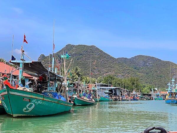 ロングテールボートツアーで巡る漁村