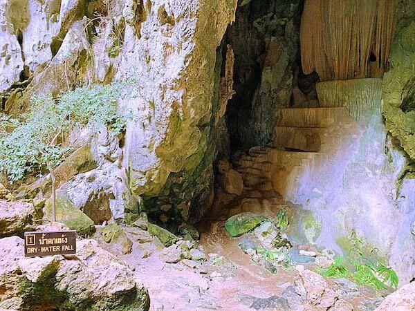 プラヤーナコーン洞窟の滝