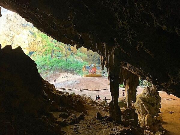 プラヤーナコーン洞窟の内部