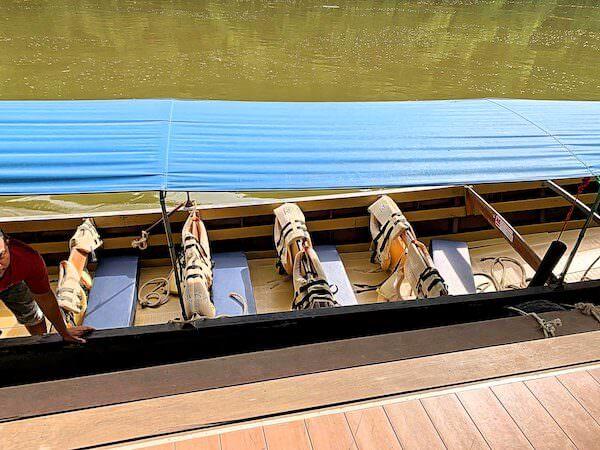 プタキアン桟橋からザ フロートハウス リバークワイ リゾートへ行く送迎ボート