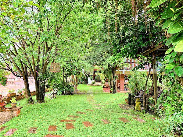 プタール レジデンス(Phuttal Residence)の中庭1
