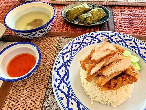 プタール レジデンス(Phuttal Residence)の朝食カオマンガイトー