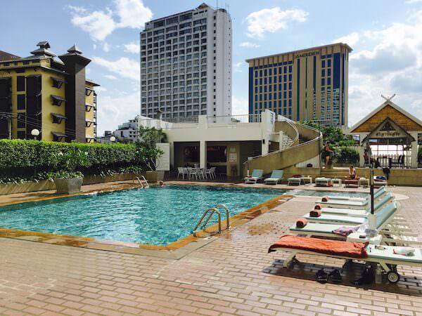 ポーンピン タワー ホテル(Pornping Tower Hotel)のプール
