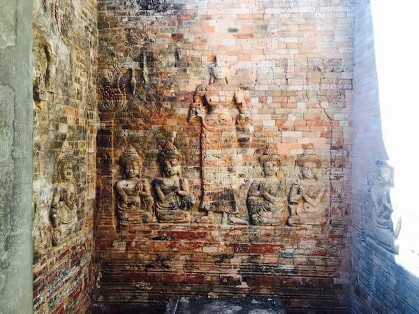プラサット・クラヴァンの壁画