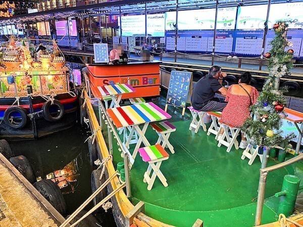プラトゥーナム水上ナイトマーケットのバー