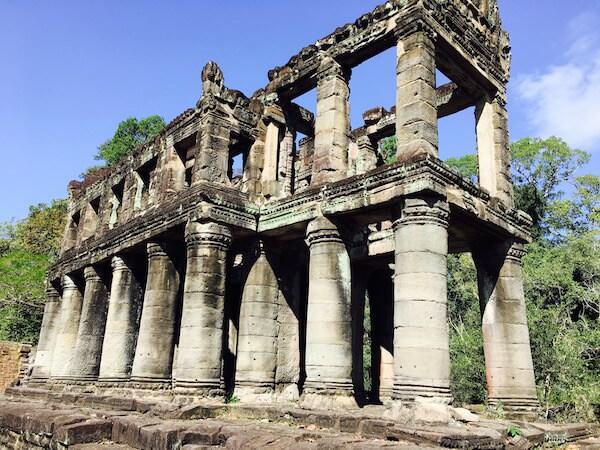 二層構造の建物