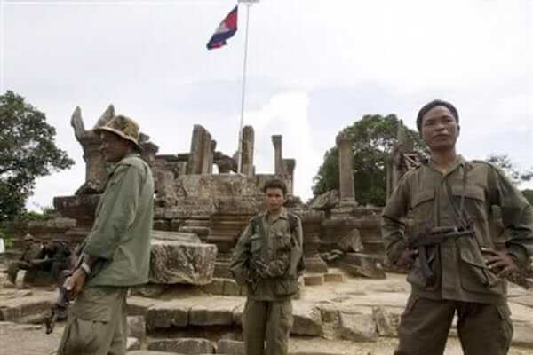 プレアビヒアを警備するカンボジア軍