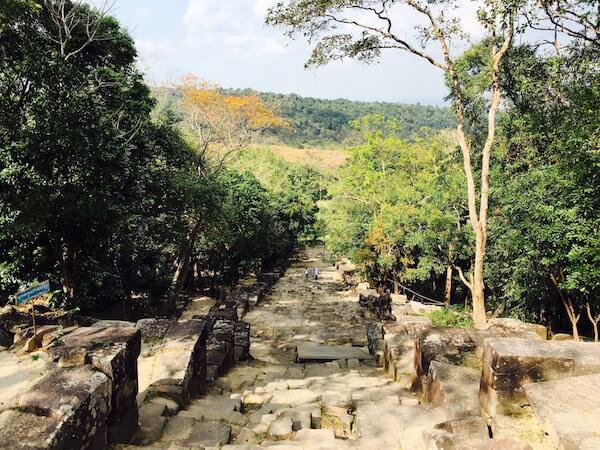 プレアビヒアの急な石段