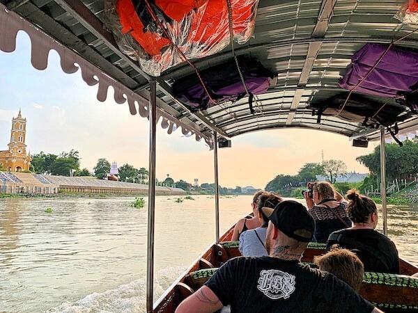 アユタヤ旧市街を囲む川を巡るボートクルーズ1