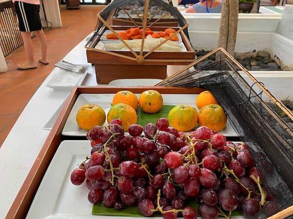 プタラクサ ホアヒン リゾート(Putahracsa Hua Hin Resort)の朝食フルーツ