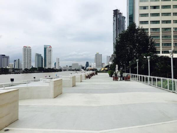 ラマダ プラザ バンコク メナム リバーサイド (Ramada Plaza Bangkok Menam Riverside)の遊歩道