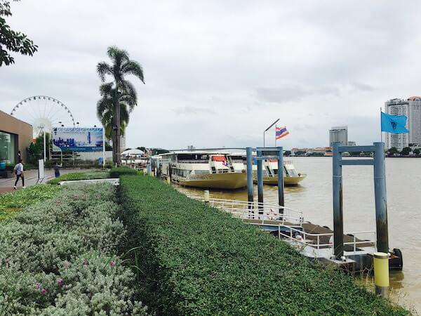 ラマダ プラザ バンコク メナム リバーサイド (Ramada Plaza Bangkok Menam Riverside)の船着場2