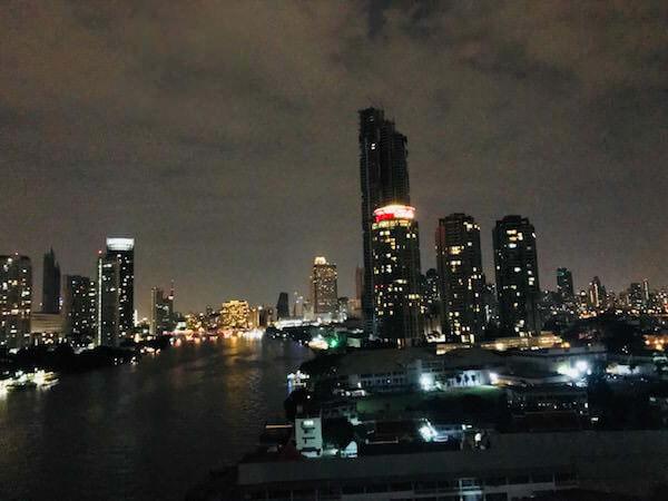 ラマダ プラザ バンコク メナム リバーサイド (Ramada Plaza Bangkok Menam Riverside)の客室から見える夜景