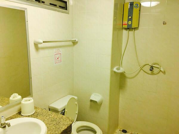 ランブットリー ヴィレッジ ホテル(Rambuttri Village Hotel)のシャワールーム