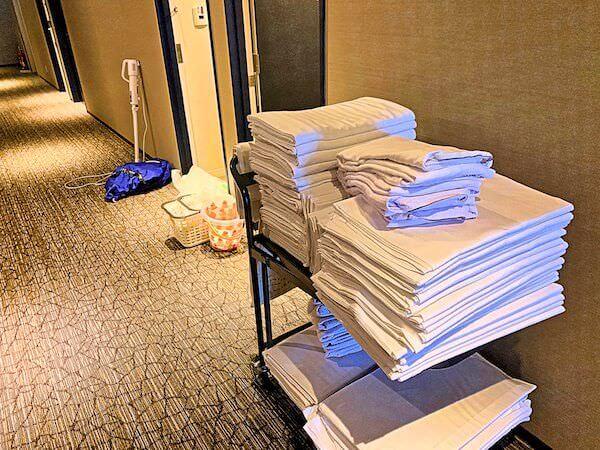 大阪リゾートバイトでの客室清掃の様子