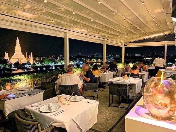 リヴァ アルン バンコク (Riva Arun Bangkok)の屋上レストラン