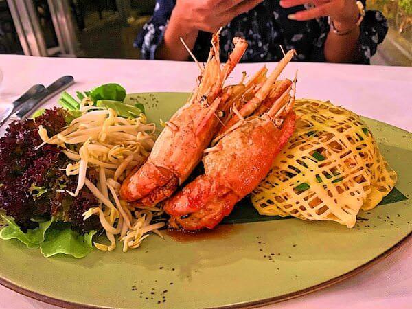 リヴァ アルン バンコク (Riva Arun Bangkok)の屋上レストランで食べたパッタイ