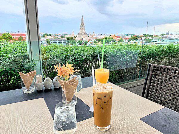 リヴァ アルン バンコク (Riva Arun Bangkok)の屋上レストランで飲んだカクテル