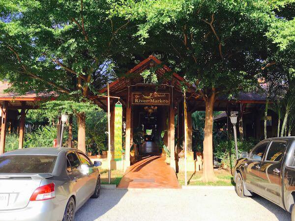 ザ・リバー・マーケット・レストランの入り口