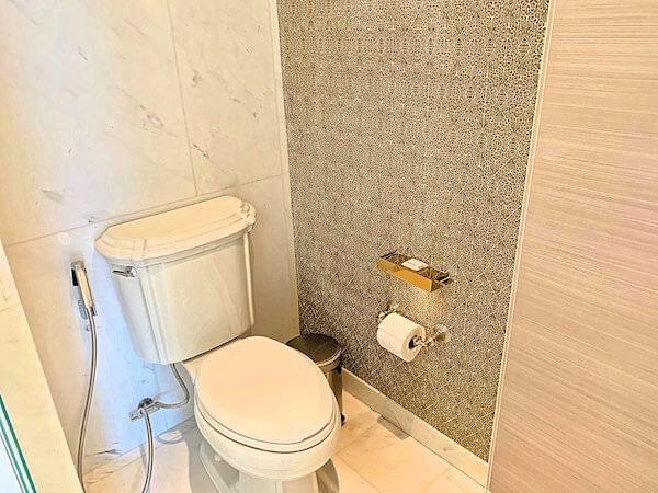 ローズウッド バンコク(Rosewood Bangkok)のトイレ