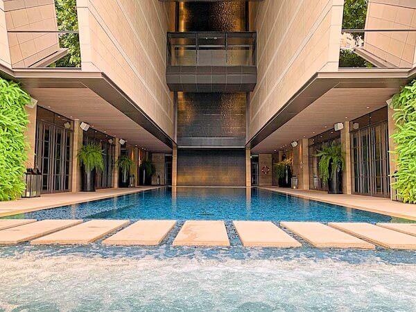 ローズウッド バンコク(Rosewood Bangkok)のプール1