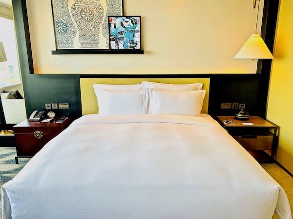 ローズウッド プノンペン(Rosewood Phnom Penh)のベッド