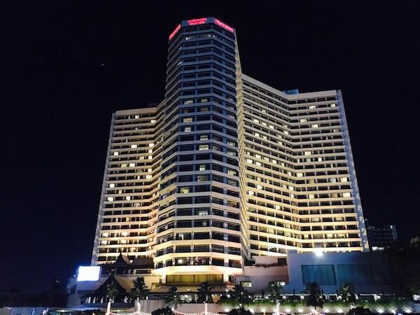 ロイヤル オーキッド シェラトン ホテル & タワーズ(Royal Orchid Sheraton Hotel & Towers)の外観