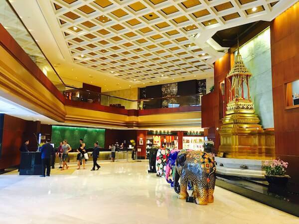 ロイヤル オーキッド シェラトン ホテル & タワーズ(Royal Orchid Sheraton Hotel & Towers)のエントランス