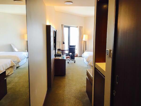 ロイヤル オーキッド シェラトン ホテル & タワーズ(Royal Orchid Sheraton Hotel & Towers)の客室1
