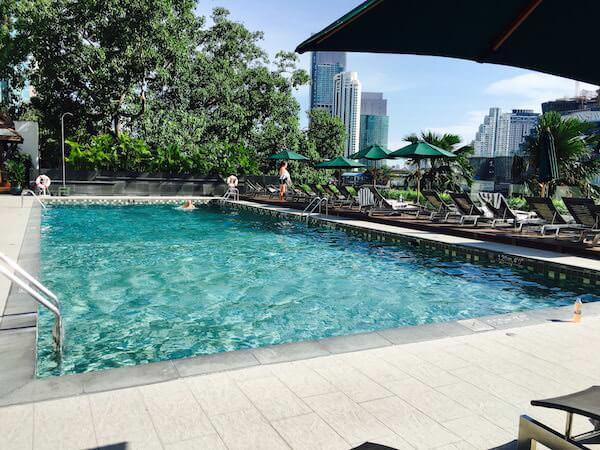 ロイヤル オーキッド シェラトン ホテル & タワーズ(Royal Orchid Sheraton Hotel & Towers)のプール1